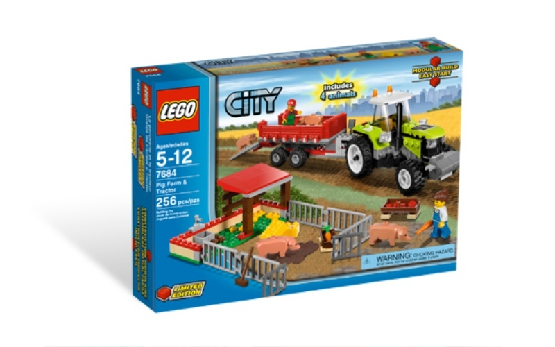 LEGO Town Sets: City 7684 Pig Farm & Tractor NEW